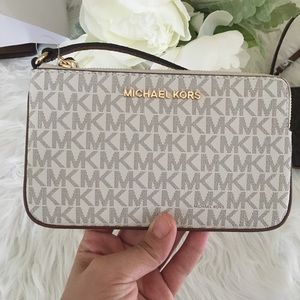 New Michael Kors jet set Large Wristlet